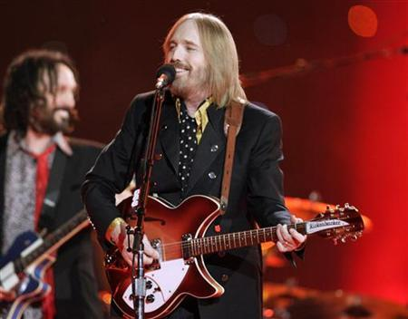 Singer Tom Petty and the Heartbreakers perform during the half time show of the NFL's Super Bowl XLII football game between the New England Patriots and the New York Giants in Glendale, Arizona, February 3, 2008.