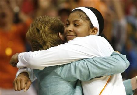 Tennessee guard Candace Parker (R) hugs Tennessee coach Pat Summitt after Tennessee defeated Stanford to win the NCAA Women's championship basketball game in Tampa, Florida, April 8, 2008. REUTERS/Scott Audette