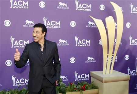Singer Lionel Richie arrives at the 47th annual Academy of Country Music Awards in Las Vegas, Nevada, April 1, 2012. REUTERS/Richard Brian
