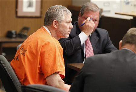 Former Major League baseball player Lenny Dykstra appears in Los Angeles Superior Court for an arraignment in San Fernando, California August 8, 2011. REUTERS/Danny Moloshok