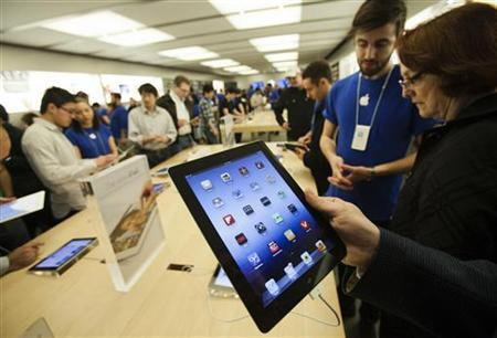 Customers look at the the new iPad at the Apple Store at the Toronto Eaton Centre shopping mall in Toronto March 16, 2012. REUTERS/Mark Blinch/Files