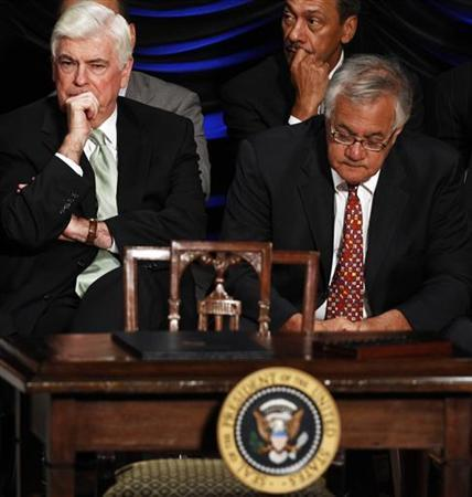 U.S. Senator Christopher Dodd (D-CT) and Rep. Barney Frank (D-MA) listen to U.S. President Barack Obama make remarks about the Dodd-Frank Wall Street Reform and Consumer Protection Act in Washington, July 21, 2010. REUTERS/Jim Young