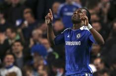 O atacante Drogba comemora gol do Chelsea contra o Barcelona nesta quarta-feira. REUTERS/Eddie Keogh