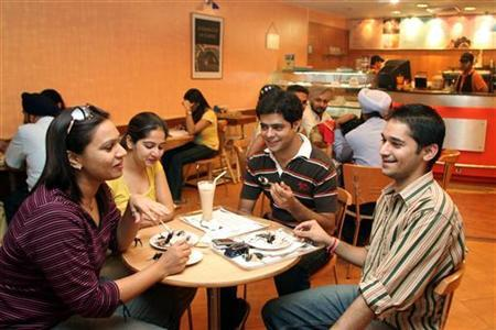 Youngsters spend time at a coffee shop in Chandigarh, June 9, 2006. REUTERS/Ajay Verma