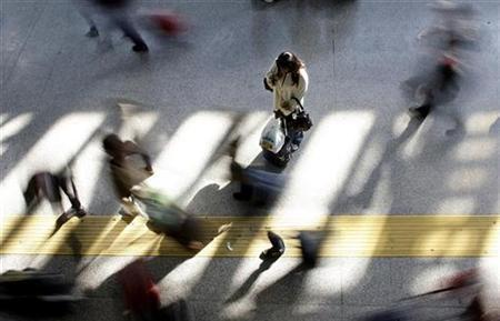 Passengers walk at the Fiumicino International airport in Rome November 11, 2008. REUTERS/Max Rossi