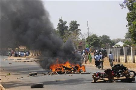A roadblock burns after a bombing at St. Finbarr's Catholic Church in the Rayfield suburb of the Nigerian city of Jos March 11, 2012. REUTERS/Stringer