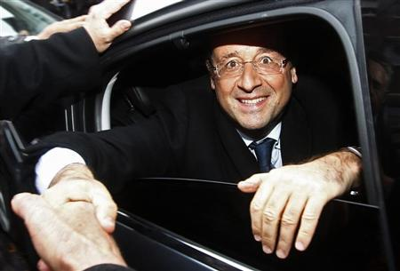 Francois Hollande, Socialist Party candidate for the 2012 French presidential election, greets supporters from his car during a campaign trip in Amiens April 18, 2012. REUTERS/Jacky Naegelen