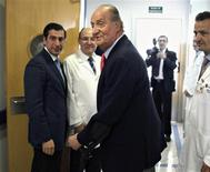 Spain's King Juan Carlos (C) leaves his room at a hospital after being discharged in Madrid April 18, 2012. REUTERS/Paco Campos/Pool