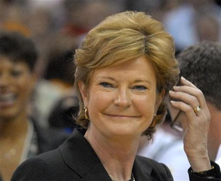 University of Tennessee Lady Volunteers head coach Pat Summitt reacts after her team defeated Rutgers University Scarlet Knights in their NCAA women's championship basketball game in Cleveland, Ohio April 3, 2007. REUTERS/John Sommers