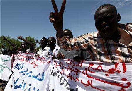 Supporters of Sudan People's Liberation Movement (SPLM) take part in a rally in support of South Sudan taking control of the Heglig oil field, in Juba April 13, 2012. REUTERS/Stringer