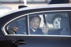 Chinese Premier Wen Jiabao waves from a vehicle after he arrives in Keflavik April 20, 2012. WREUTERS/Ingolfur Juliusson