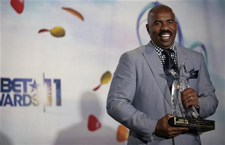 TV personality Steve Harvey poses with the BET humanitarian award he received at the 2011 BET Awards in Los Angeles June 26, 2011. REUTERS/Jason Redmond