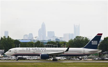 A US Airways jet taxies on the runway in Charlotte, North Carolina April 20, 2012. REUTERS/Chris Keane