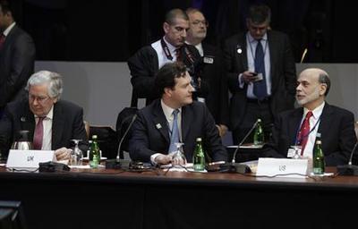 IMF presses Europe to contain debt crisis