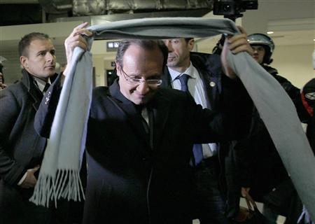 Francois Hollande (C), Socialist Party candidate for the 2012 French presidential election, walks on the tarmac as he arrives at Brive La Gaillarde airport after results in the first round of the 2012 French presidential election April 22, 2012. REUTERS/Stephane Mahe