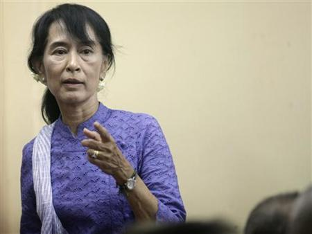 Myanmar's pro-democracy leader Aung San Suu Kyi attends a ceremony at National League for Democracy party head office in Yangon April 18, 2012. REUTERS/Soe Zeya Tun