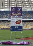 Макет билета на чемпионат Европы 2012 года во время презентации на Олимпийском стадионе в Киеве 23 апреля 2012 года. Большая часть билетов на чемпионат Европы по футболу 2012 года продана, сообщили в понедельник представители УЕФА. REUTERS/Gleb Garanich
