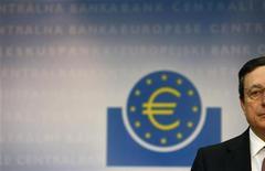 El programa de compra de bonos del Banco Central Europeo (BCE) sumó su sexta semana consecutiva sin efectuar operaciones la semana pasada, dijo el lunes la entidad, sin mostrar señales de que vaya a ayudar a España e Italia, que están otra vez en la mira de los mercados por la crisis de deuda. Imagen del presidente del BCE, Mario Draghi, en la rueda de prensa semanal de la institución, celebrada ensu sede en la ciudad alemana de Fráncfort el 4 de abril. REUTERS/Kai Pfaffenbach