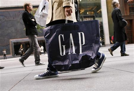 A shopper walks down Fifth Avenue carrying a Gap shopping bag in New York October 8, 2009. REUTERS/Lucas Jackson