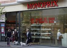 <p>Les Galeries Lafayette ont vivement rejeté lundi les accusations de Casino sur la politique tarifaire de Monoprix et estimé que la démarche du distributeur stéphanois était assimilable à une tentative de déstabilisation de Monoprix. Après l'affrontement sur la valorisation de Monoprix, la guerre déclarée entre Casino et la chaîne de grands magasins s'est déplacée sur le terrain de l'enseigne elle même et sur sa stratégie. /Photo prise le 28 mars 2012/REUTERS/Charles Platiau</p>