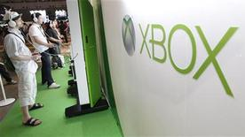Visitors play with Microsoft's Xbox 360 consoles at the Tokyo Game Show in Chiba, east of Tokyo, September 15, 2011. The game show goes on till September 18. REUTERS/Kim Kyung-Hoon