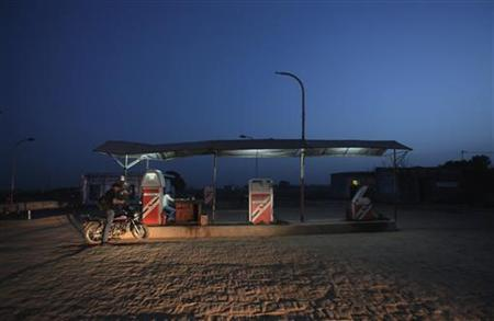 A worker pumps fuel at a petrol station at Greater Noida in Uttar Pradesh March 24, 2012. REUTERS/Adnan Abidi/Files