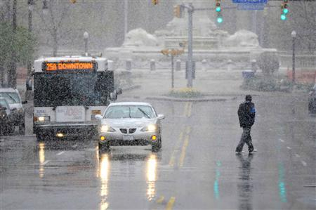 A blast of snow and wind hits Court Street in downtown Buffalo, New York April 23, 2012.  REUTERS/Doug Benz