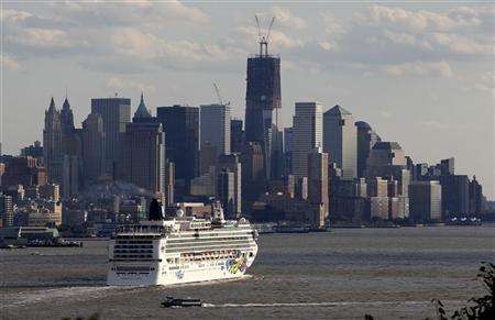File photo of lower Manhattan and One World Trade Center in New York, October 15, 2011. REUTERS/Gary Hershorn