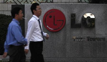 People walk past a LG Electronics logo at the company's headquarters in Seoul November 3, 2011. REUTERS/Jo Yong-Hak