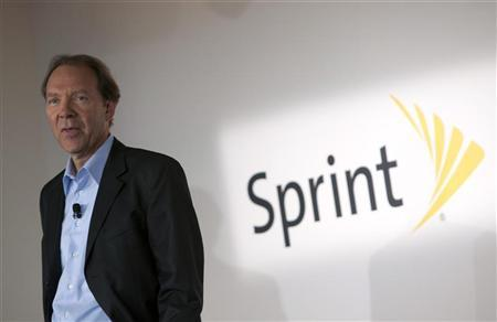 Sprint CEO, Dan Hesse, speaks at the product launch of the Motorola PHOTON 4G Summer and the Motorola TRIUMPH Virgin Mobile Summer in New York June 9, 2011. REUTERS/Andrew Kelly