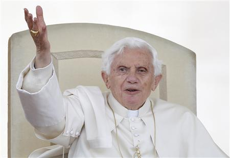 Pope Benedict XVI waves during the weekly general audience in Saint Peter's Square at the Vatican April 25, 2012. REUTERS/Tony Gentile