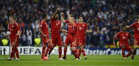 Bayern Munich's players celebrate victory against Real Madrid during their Champions League semi-final second leg soccer match at Santiago Bernabeu stadium in Madrid, April 25, 2012. REUTERS/Felix Ordonez