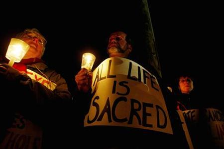 Protesters against the execution of serial killer Michael Ross hold candles during a vigil outside the gates to the Osborn Correctional Institution in Enfield, Connecticut, May 13, 2005. Connecticut has executed only one person, Michael Ross in 2005, since the death penalty was reinstated in the United States in 1976, according to the Death Penalty Information Center.REUTERS/Shannon Stapleton