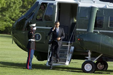 U.S. President Barack Obama steps from the Marine One helicopter as he returns to the White House in Washington April 25, 2012. REUTERS/Joshua Roberts