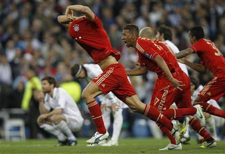 Bayern Munich's players react after the penalty shootout as they qualify for the final at the end of their Champions League semi-final second leg soccer match against Real Madrid at Santiago Bernabeu stadium in Madrid, April 25, 2012. REUTERS/Susana Vera