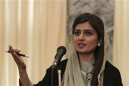 Pakistan's Foreign Minister Hina Rabbani Khar gestures as she speaks during a news conference in Kabul February 1, 2012. REUTERS/Omar Sobhani