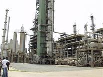 Tema oil refinery near Ghana's capital Accra March 28, 2005. REUTERS/Yaw Bibini