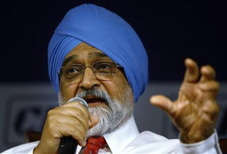 Planning Commission Deputy Chairman Montek Singh Ahluwalia speaks during a business conference in New Delhi March 27, 2009. REUTERS/Vijay Mathur/Files
