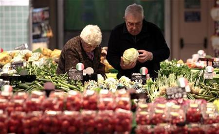 A couple looks at fresh vegetables at the Panomara supermarket in Parma, April 22, 2012. REUTERS/Stefano Rellandini