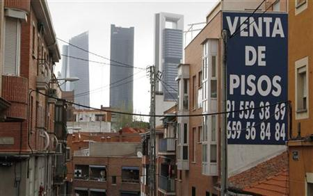 A ''for sale'' sign hangs on the wall of an apartment block in Madrid, April 19, 2012. Spain managed to sell 2.5 billion euros ($3.3 billion) of bonds at auction as much as it wanted, but at a cost of rising yields as the country struggles to tame its deficit. REUTERS/Rocio Pelaez