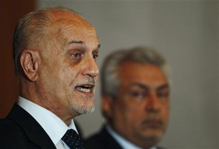 Iraq's Deputy Prime Minister for Energy Affairs Hussain al-Shahristani (L) speaks during a joint news conference with Iraqi Oil Minister Abdul-Kareem Luaibi in Baghdad, April 2, 2012. REUTERS/Saad Shalash