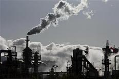Smoke is released into the sky at the ConocoPhillips oil refinery in San Pedro, California March 24, 2012. REUTERS/Bret Hartman