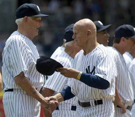 Former New York Yankees pitcher Don Larsen greets first baseman Bill ''Moose'' Skowron (R) during introductions for the 65th Old Timers' Day game before their MLB interleague baseball game with the Colorado Rockies at Yankee Stadium in New York, June 26, 2011. REUTERS/Ray Stubblebine