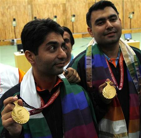 Abhinav Bindra of India (L) and compatriot Gagan Narang pose with their gold medals after they won the men's 10m pairs air rifle shooting competition at the Commonwealth Games in New Delhi October 5, 2010. REUTERS/B Mathur