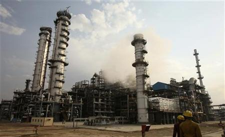 Workers walk inside the complex of Guru Gobind Singh oil refinery near Bhatinda in Punjab April 27, 2012. REUTERS/Ajay Verma