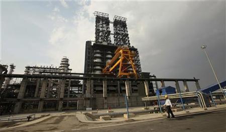 A worker walks inside the complex of Guru Gobind Singh oil refinery near Bhatinda in Punjab April 27, 2012. REUTERS/Ajay Verma