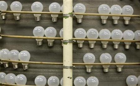Light bulbs are produced at an Osram factory in Molsheim, eastern France December 11, 2008. REUTERS/Vincent Kessler
