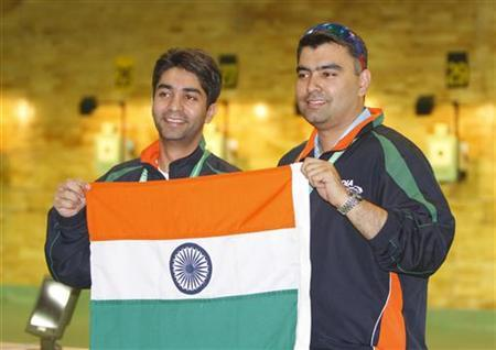 Abhinav Bindra (L) and Gagan Narang pose after they won gold medals in the men's 10m pairs air rifle shooting competition at the Commonwealth Games in New Delhi October 5, 2010. REUTERS/B Mathur/Files