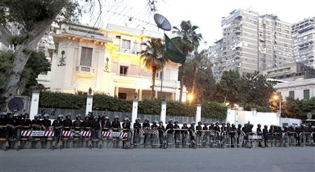Army soldiers and riot police stand guard outside the Saudi Arabia Embassy in Cairo April 28, 2012. REUTERS/Mohamed Abd El Ghany