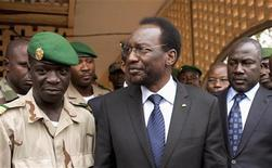 Mali's interim President Diouncounda Traore (C) speaks with military junta leader Amadou Haya Sanogo (L) at a military base in Kati, April 9, 2012. REUTERS/Joe Penney